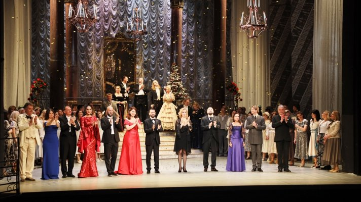 Traditional New Year's Gala Concert Takes Place on the Main Stage